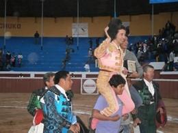 Pedrito em ombros no Peru