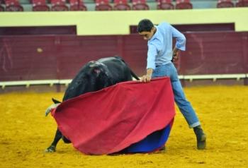 Sérgio Nunes sofre colhida em tentadero